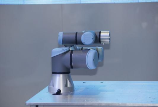 工业化及自动化的市场趋势使机器人的需求不断增长