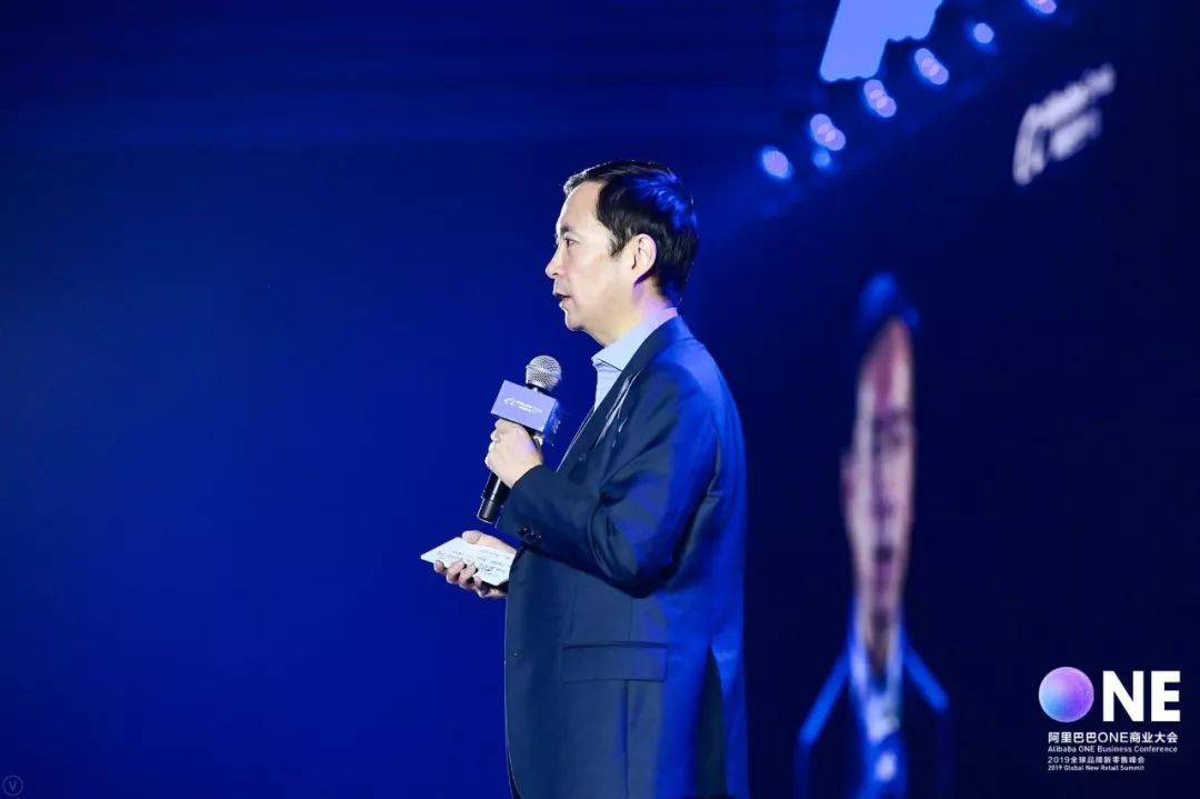 亚博阿里CEO张勇:《阿里巴巴商业操作系统》的主题演讲