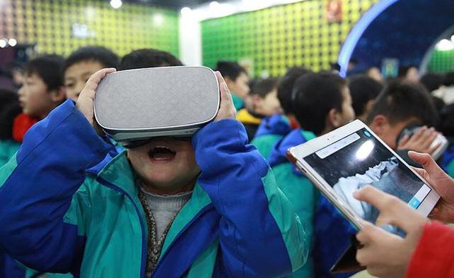 """""""VR/AR科普进校园""""系列活动走进校园 全面为学生科普VR/AR知识"""