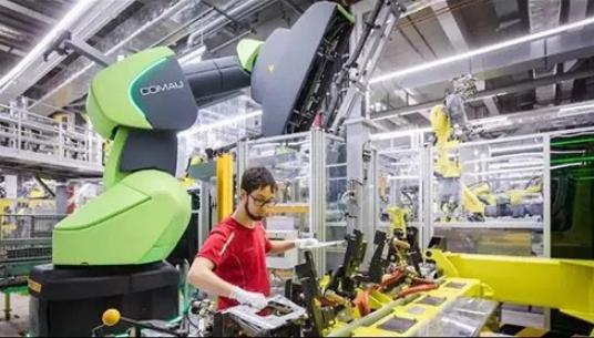 保时捷配备柯马协作机器人 开发了一条人机安全协作的新装配线