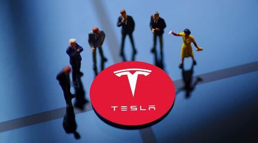 特斯拉自动驾驶撞机器人,科幻未来已经来了?