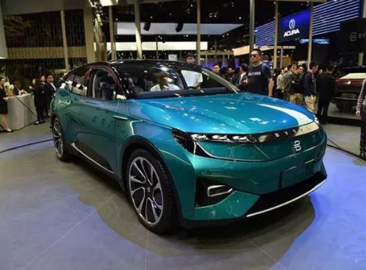 拜腾首款量产SUV细节公布 配备了一块48英寸的...