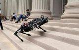 MIT造出无视觉系统的智能机器人,已能自己爬楼梯
