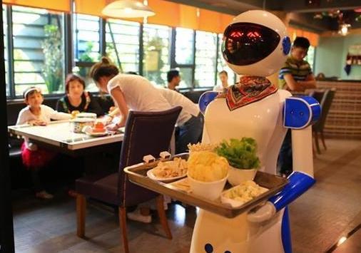 """服务机器人优胜劣汰不断洗牌 目前还处于手机业""""大哥大""""时代"""