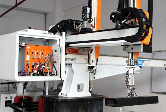本土机器人崛起 做低端制造业用得起的机器人