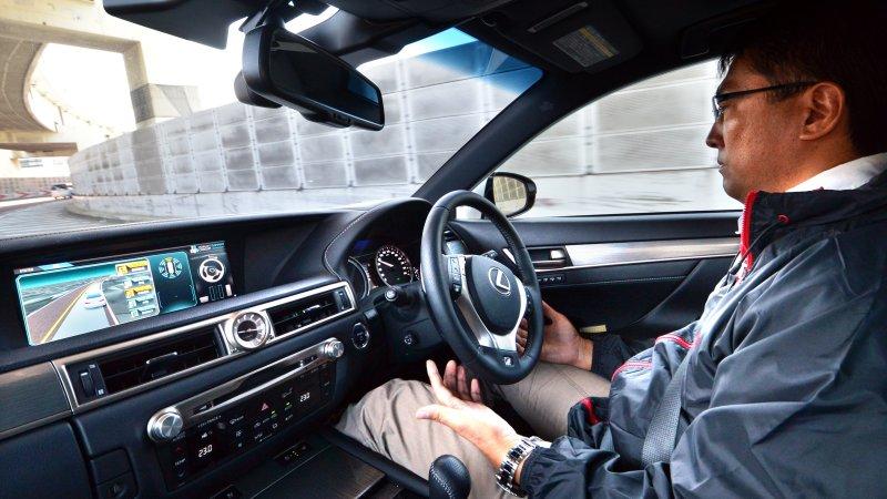 """一旦发现危险状况,""""守护者""""系统会从驾驶员那里接管驾驶。"""