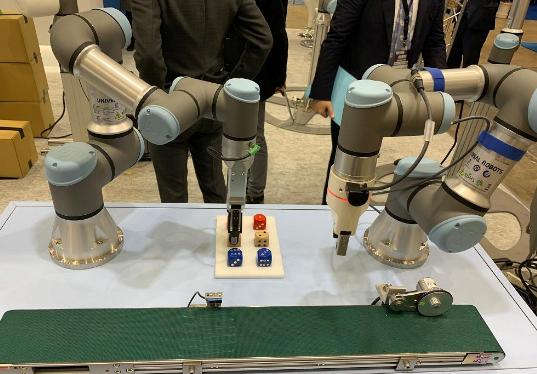 日本机器人展开幕 轻量化机器人成趋势