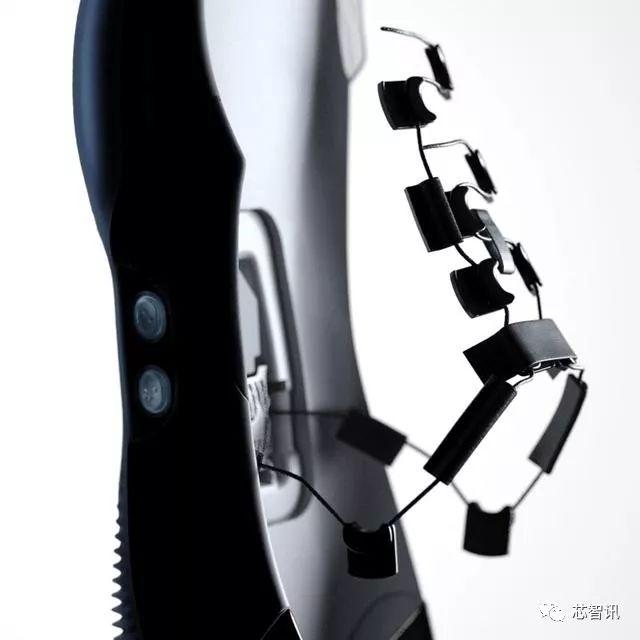 亚博Nike全球首发了一款科技感十足的篮球鞋
