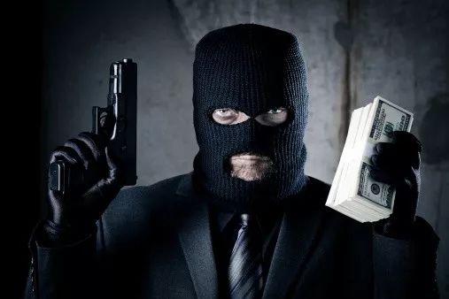 """清华毕业计算机教授遭持枪劫车!靠""""贪心算法""""追回秒杀美国警察"""