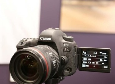 佳能6D Mark II相机搭载45点全十字+全像素双核支持约6.5张/秒的连拍