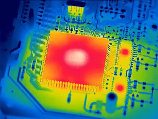 如何根据负载模式与峰值效率选择合适的电压转换器