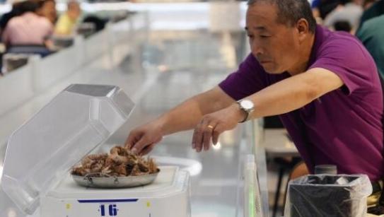 服务人员全部被机器人所取代 能够提高效率和降低劳动力成本