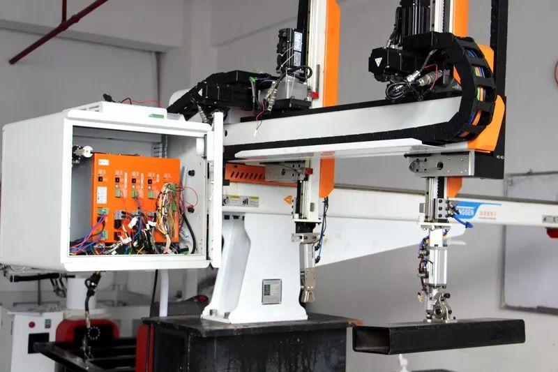 yabo华成工控推出自主知识产权的机器人控制系统产品