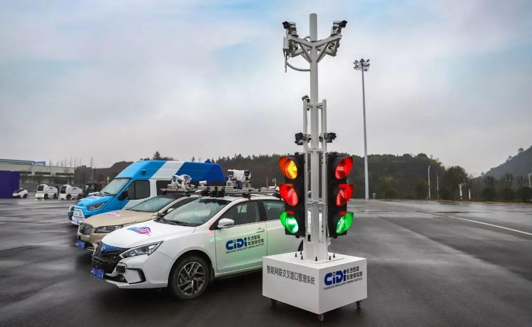亚博智能网联交叉路口管理系统 V2X交叉路口解决方案