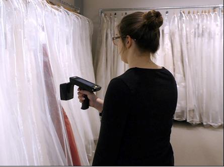 Wed2B部署了一个基于RFID的系统 以便获取最新的婚纱库存信息