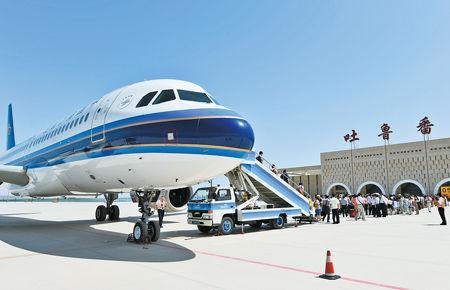 吐鲁番机场成功完成了民航局B9329飞机的所有飞行校验