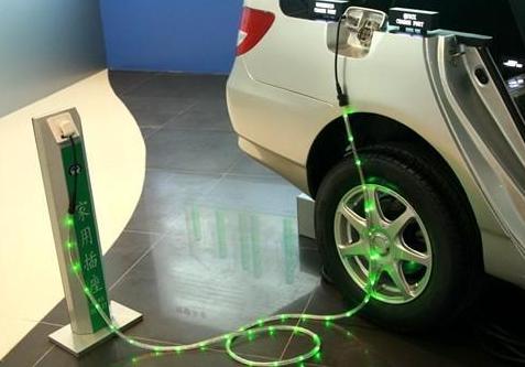 随着新能源汽车的使用量越多 出现的问题也变得越来...