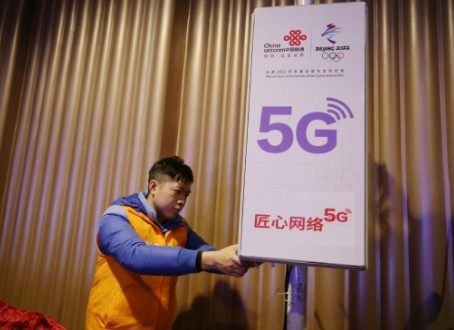 """&#27743;&#35199;&#32852;&#36890;&#23558;&#25512;&#20986;&#39318;&#20010;&#22522;&#20110;5G&#32593;&#32476;&#30340;&#36229;&#28165;&#20840;&#26223;VR?#21644;?></a></div> <div class=""""a-content""""> <h3 class=""""a-title""""><a href=""""http://&#119;&#119;&#119;&#46;&#97;&#104;&#122;&#106;&#106;&#46;&#108;&#105;&#118;&#101;&#47;&#97;&#112;&#112;&#108;&#105;&#99;&#97;&#116;&#105;&#111;&#110;&#47;&#67;&#111;&#109;&#109;&#117;&#110;&#105;&#99;&#97;&#116;&#105;&#111;&#110;&#47;&#56;&#53;&#53;&#53;&#56;&#51;&#46;&#104;&#116;&#109;&#108;"""" title=""""&#27743;&#35199;&#32852;&#36890;&#23558;&#25512;&#20986;&#39318;&#20010;&#22522;&#20110;5G&#32593;&#32476;&#30340;&#36229;&#28165;&#20840;&#26223;VR?#21644;? target=""""_blank"""">&#27743;&#35199;&#32852;&#36890;&#23558;&#25512;&#20986;&#39318;&#20010;&#22522;&#20110;5G&#32593;&#32476;&#30340;&#36229;&#28165;&#20840;&#26223;VR?#21644;?/a></h3> <p class=""""a-summary"""">&#20174;&#26202;&#20250;&#33410;&#30446;&#32452;&#33719;&#24713;,&#27743;&#35199;&#32852;&#36890;&#37319;&#29992;5G&#25216;&#26415;&#21450;VR&#20840;&#26223;&#35270;&#39057;&#35299;&#20915;&#26041;&#26696;,&#23558;&#22312;&#22330;&#39302;&#20869;&#22806;&#37096;&#32626;&#22810;&#21488;8K&#36229;&#39640;&#28165;&#20840;&#26223;&#25668;&#24433;&#26426;&#21516;&#27493;&#25293;&#25668;,&#32463;&#36807;&#25340;&#25509;&#21644;&#35270;&#39057;&#32534;&#35299;&#30721;&#22788;&#29702;&#21518;,&#20877;&#36890;&#36807;5G&#32593;&#32476;&#23454;&#26102;&#24613;&#36895;&#22238;&#20256;,&#23545;VR&#30524;&#38236;、&#25163;...</p>  <p class=""""one-more clearfix""""> <span class=""""time"""">2019-01-21</span> <!--&#38656;&#35201;&#36755;&#20986;&#25991;&#31456;&#30340;&#27983;&#35272;&#37327;&#21644;&#38405;&#35835;&#37327;&#36824;&#26377;&#30456;&#20851;&#26631;&#31614;--> <span class=""""tag"""">&#26631;&#31614;:<a target=""""_blank"""" href=""""/tags/%E4%B8%AD%E5%9B%BD%E8%81%94%E9%80%9A/"""" class=""""blue"""">&#20013;&#22269;&#32852;&#36890;</a><a target=""""_blank"""" href=""""/tags/vr/"""" class=""""blue"""">vr</a><a target=""""_blank"""" href=""""/tags/5g/"""" cla"""