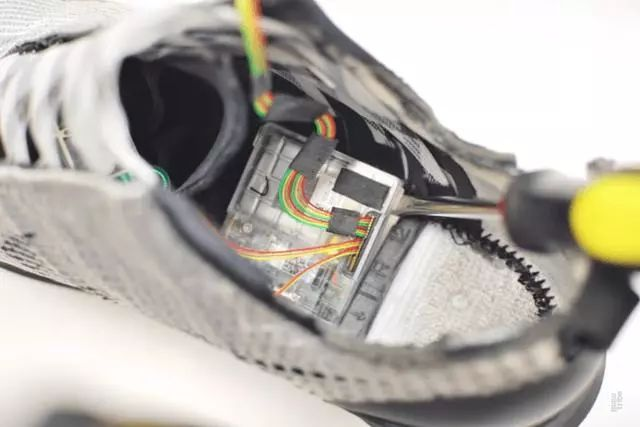 能自动系鞋带的 Nike 鞋