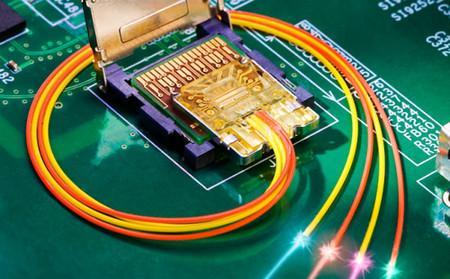 英特尔开发出Light Peak光接口long88.vip龙8国际传输速率将达到50Gbps至100Gbps