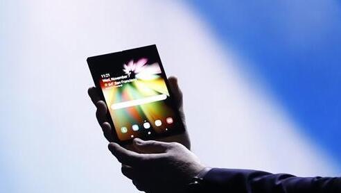 三星首款折叠手机曝光:卖15400元?