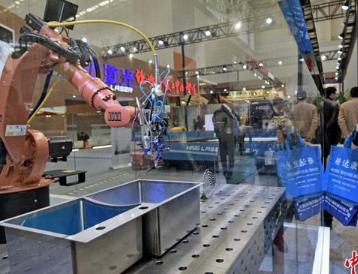 中国机器人密度世界排名23位 在全球成长速度最快