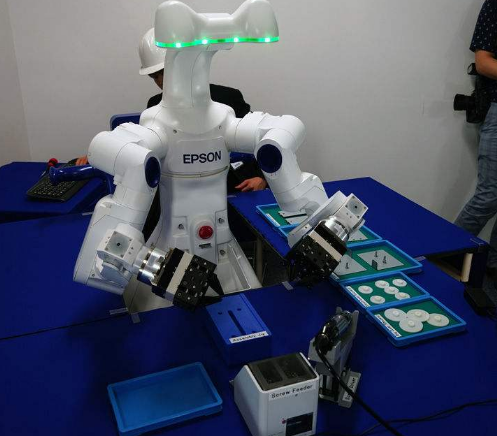 """天大自主研发出国际最大指令集高速脑控智臂机器人""""哪吒"""""""