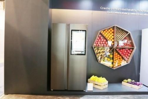 TCL展出的多款一体变频风冷冰箱 为用户打造智慧健康管家
