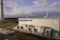 宝马与江苏宝航能源签署储能战略合作协议