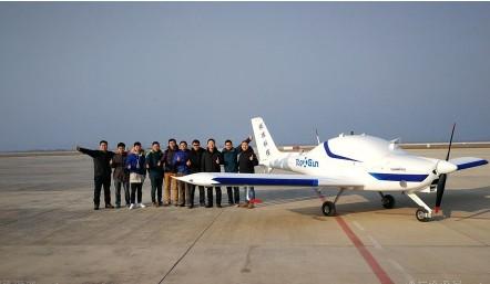 我国首款采用700kg级别全复合材料固定翼的无人机SA60U成功首飞