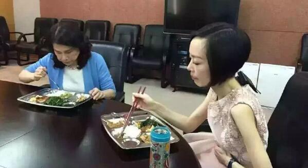 最节俭的中国科技大佬:董明珠吃食堂没有助理 任正...
