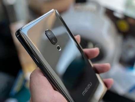 魅族发布了全球首款真无孔设计手机魅族zero