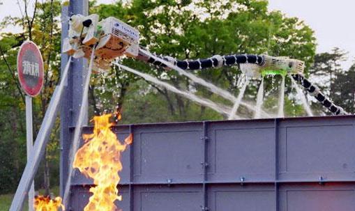 日本开发出一款能悬浮在空中进行灭火的机器人 代替...