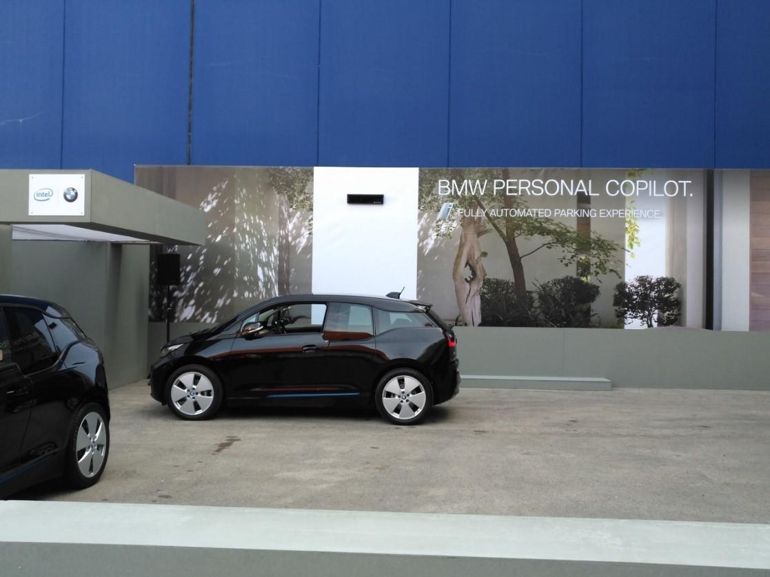 通过创新的非接触连接器技术实现车内无感数据传输同时可减少接口数量
