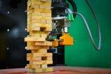MIT的研究人员发明了一款机器手,可以通过视觉和触觉无压力玩积木层层叠游戏