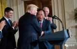 美国与富士康达成新工厂巨额交易