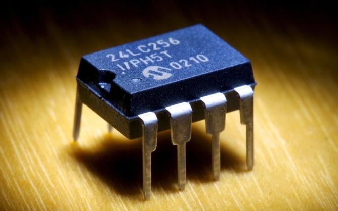 EEPROM存储器数据的详细资料说明
