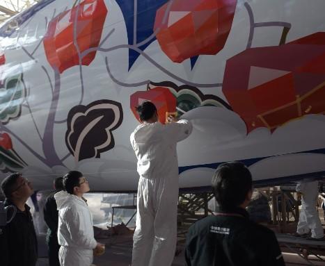 东航技术云南分公司顺利完成了中国联航庆阳号整机喷漆工作