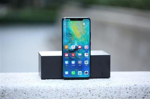 三星和苹果在全球智能手机市场的份额正越来越多地被华为蚕食