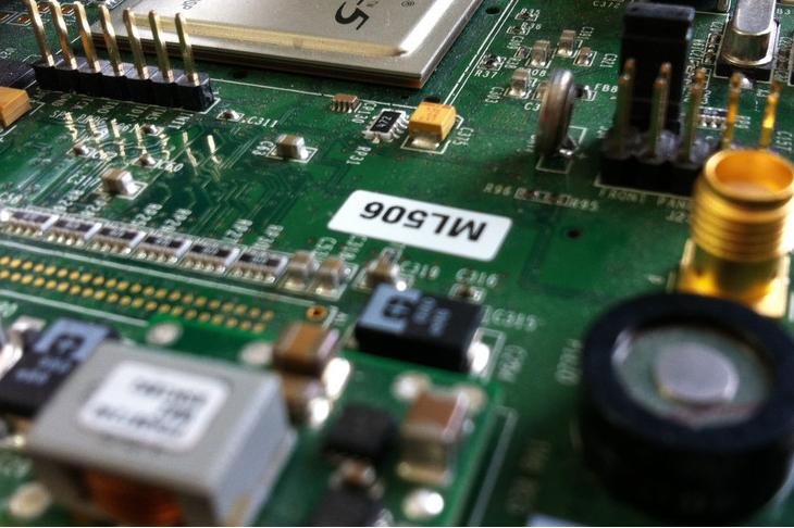 應對遠程更新的需要 FPGA端的讀寫控制是必然的需求