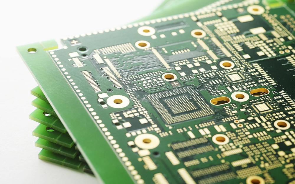 在多层PCB设计中要不要把信号线走在内层?