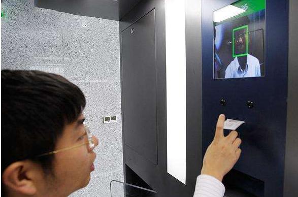 人脸识别应用于机场 为游客智能通关保驾护航