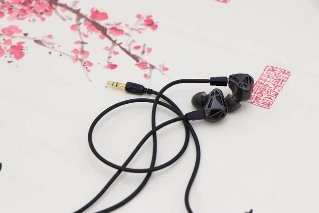 RT-1圈铁耳机评测 整体的音质解析表现不错