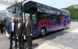 全世界第一辆上路测试的全尺寸自动驾驶公交车
