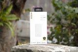 台电T100K移动电源上手 与手机相当的大小和重量