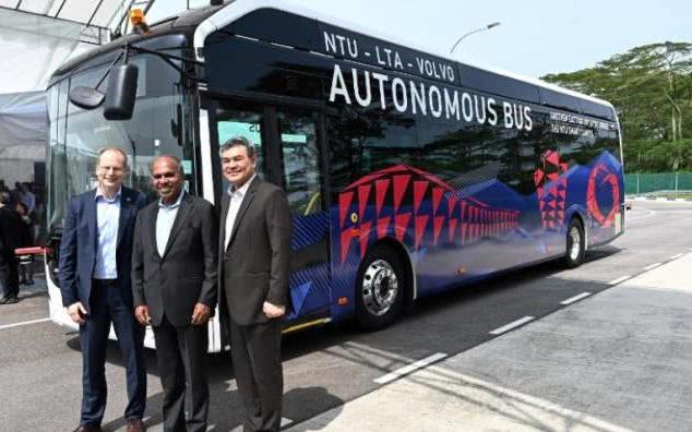 未来将近!全球第一辆全尺寸无人公交车上路测试