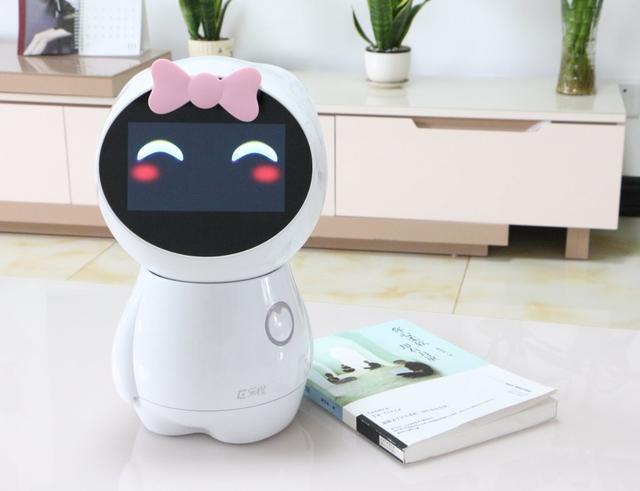 乐橙育儿机器人评测 有点工业级智能机器人的水平