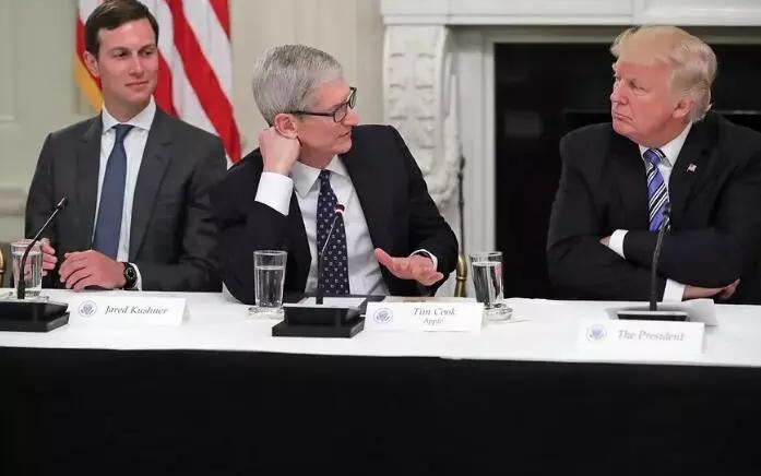 苹果CEO蒂姆·库克将错就错 推特上改名为蒂姆·...