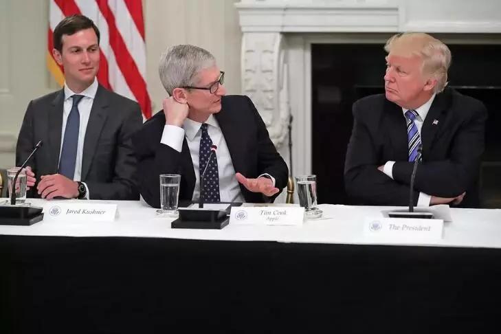 苹果CEO蒂姆·库克将错就错 推特上改名为蒂姆·苹果