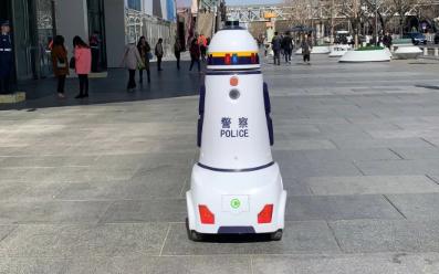 国内首个机器警察治安巡逻 周鸿祎:当心别被犯罪分...